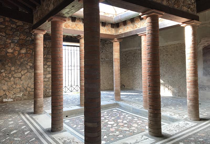 bath in pompeii